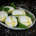 Закуска из яиц с майонезом и сыром «Белые тюльпаны»