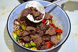 Жареное мясо с овощами в соевом соусе