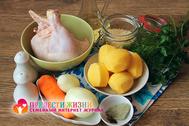 Ингредиенты для приготовления куриного супа с рисом и картошкой