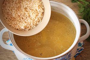 Приготовление рисового супа с курицей