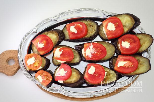 Жареные баклажаны с помидором
